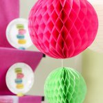 mini3-fete-ceremonie-decoration-salle-table-couleurs-originale-boules-15.jpg